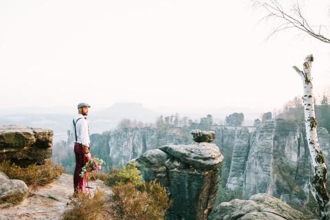 Boho-Spirit inmitten einer imposanten Felslandschaft