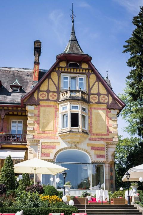 Snizhana & Andreas: Glamouröse Villa Rothschild Sommerhochzeit
