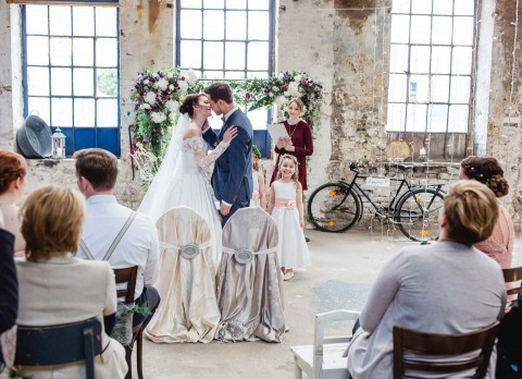 Hochzeit einmal anders: Vintage-Style trifft auf Industrial-Chic