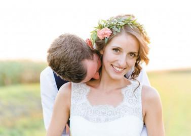 Lena & Tobias: Sommerliche Hof-Hochzeit
