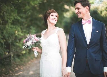 Gut Nothenhof: Eine Vintage-Hochzeit in Rosa und Mint