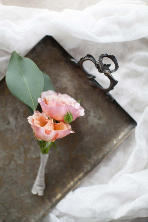 Minimalistische Liebe in Grau & Gold