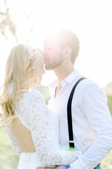 Elopement-Romantik unterm Kirschbaum
