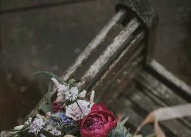 Verträumte Brautkleider-Party im romantischen Garten