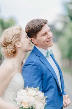 Anne und Patrick: Frühlingserwachen in Pastellblau