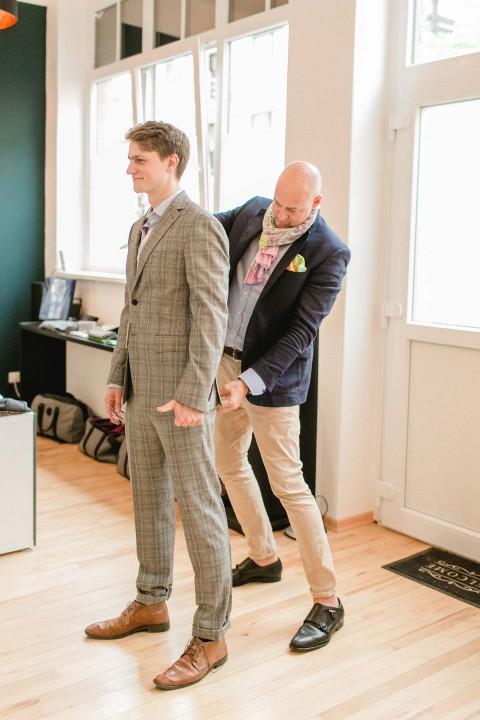 Professionelle Beratung zum Bräutigam-Hochzeitsoutfit