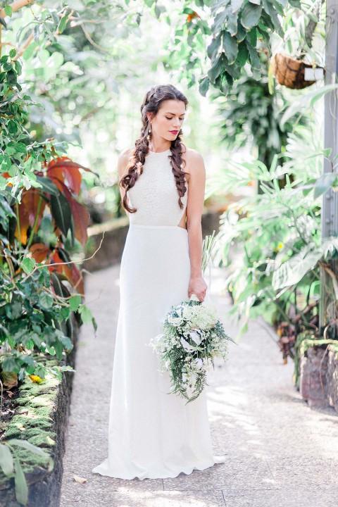 Bezaubernde Brautmode inmitten botanischer Beauty