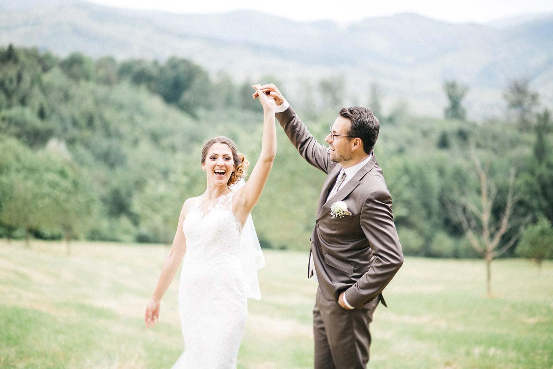 Lisa & Ben: Sommerhochzeit in Rosenquarz und Serenity