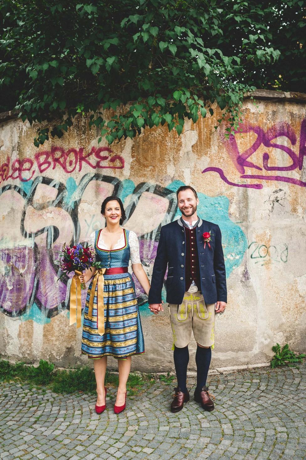 Samantha & Daniel's urbane Trachtenhochzeit