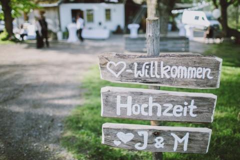 Justine & Matthias: Hippie-Chic inspirierte Almhochzeit