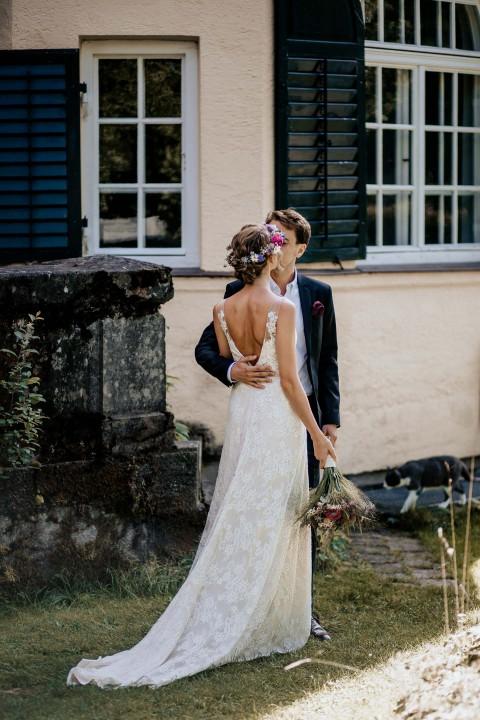 Tina & Niko: Sommerhochzeit im Bohostil unter freiem Himmel