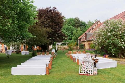 Steffi & Marc: Gartenhochzeit im Vintage-Style