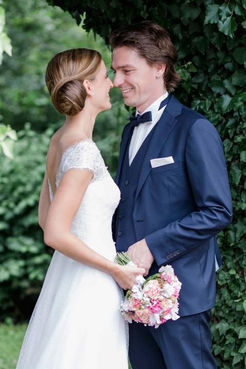 Anika & Christian: Sommerliche Gartenhochzeit im Zelt