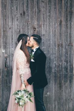 Julia & Bruno's moderne Boho-Hochzeit