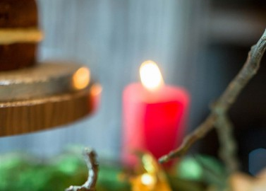 Österreichische Adventsromantik in Rot
