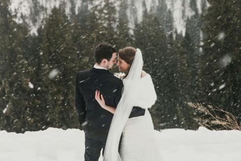 Sarah & Marcel: Vorweihnachtliche Winterhochzeit im Allgäu