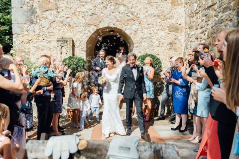Karolin & Tim: Vintage-Hochzeit unter der Linde
