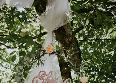 Into the wood! Holz & Liebe in Peach, Gold und Braun
