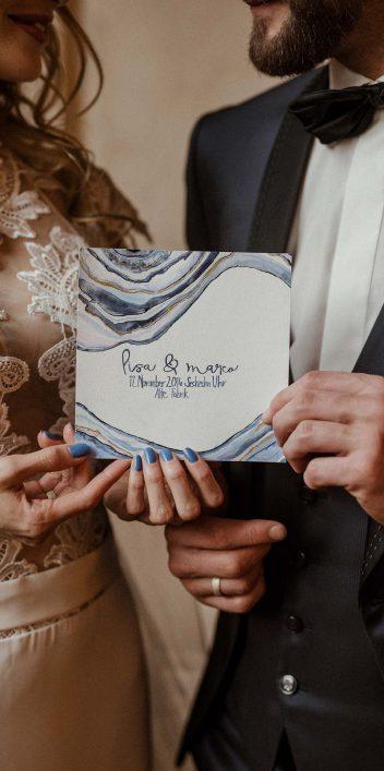 Hochzeitsinspiration in Achat-Blau & Gold