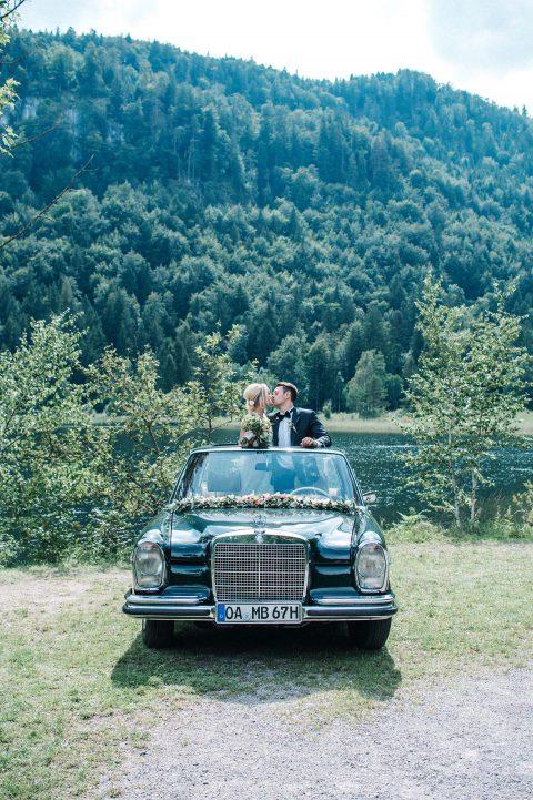 Aljona & Liam: pastellene Trauung am See