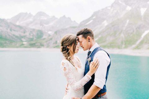 Esther & Marius: Alpeneleganz im Sommer