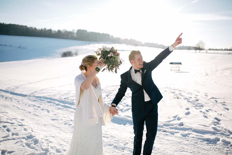 Steffi & Robert: Spitze und Vintage im Winter-Wonderland