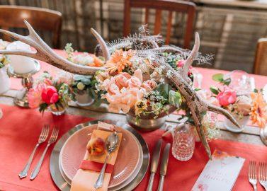 Hochzeitlicher Country Glam in Apricot