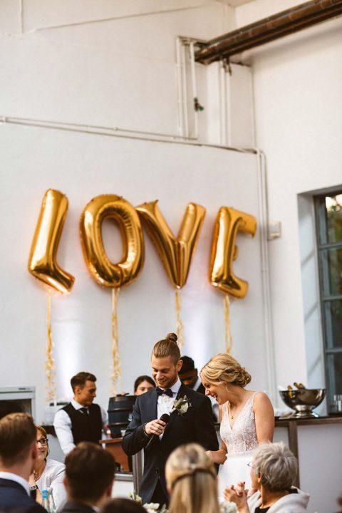 Anne & Oliver: urbane Hochzeit in Schwarz & Weiss
