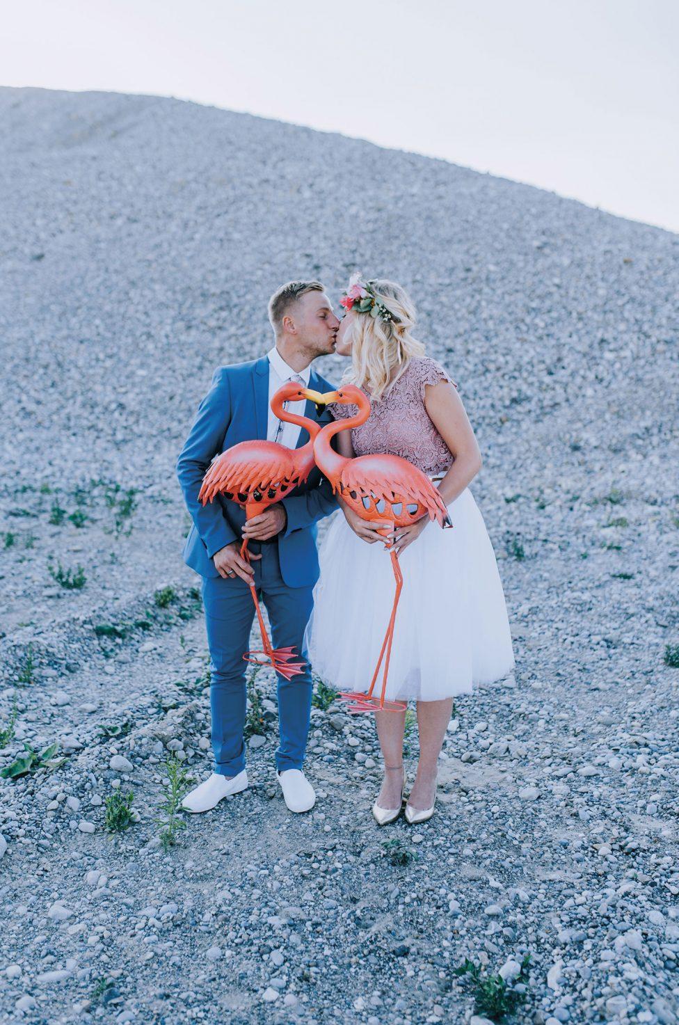 Standesamt-Hochzeit mit Flamingo-Poolparty