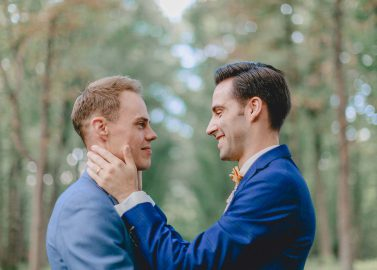Fredrik und Johan: Fest der Liebe in Blau-Gelb