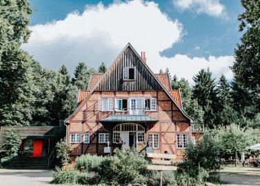 Waldhof auf Herrenland: Boho-Hochzeit – der Liebe wegen!