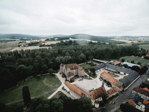 Lisa & Karsten: DIY-Scheunenhochzeit im Jagdstil