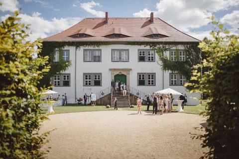 Fanny & Volker: sommerliche Hochzeit im Schloss