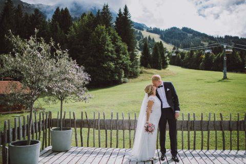 Katrin & Martin: Elegante Alpenhochzeit zu Dritt