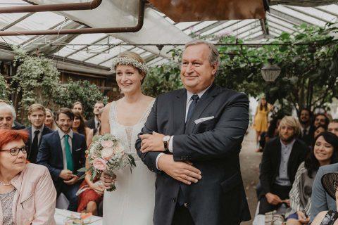 Susanne & Christoph: Boho-Hochzeit im Glashaus