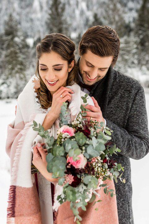 Vintage-Winterhochzeit & Bordeaux-Romantik