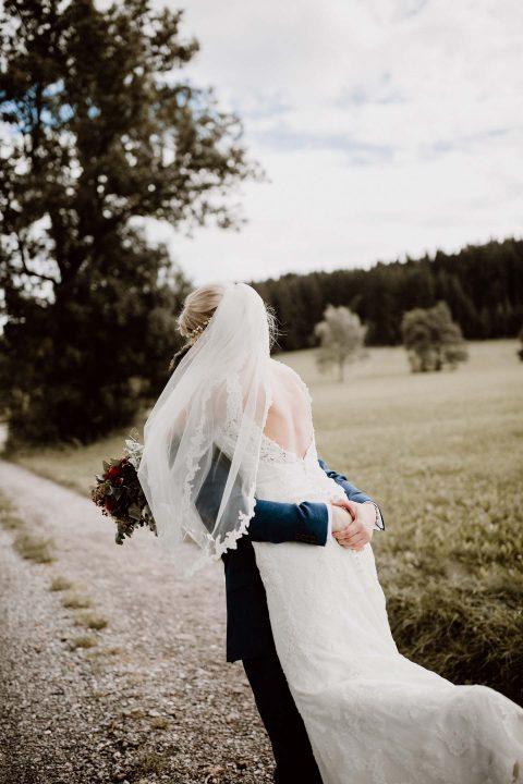 Ilka & Fabian: Fröhliche  Scheunenhochzeit im Herzen des Allgäus