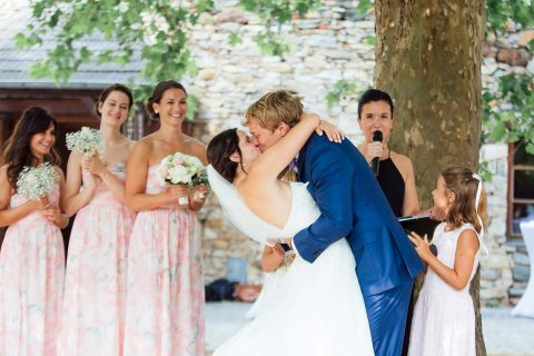 Anna & Brian: Open-Air-Traumhochzeit in Pastell