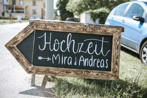 Mira & Andreas: Rustikale Scheunenhochzeit