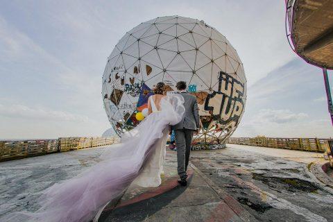 Teufelsberg Berlin: Urbane Hochzeitsmagie in Neon