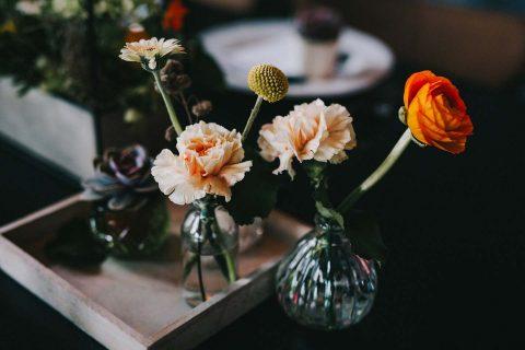 Hochzeitsinspiration: 70er Stil im Restaurant 87