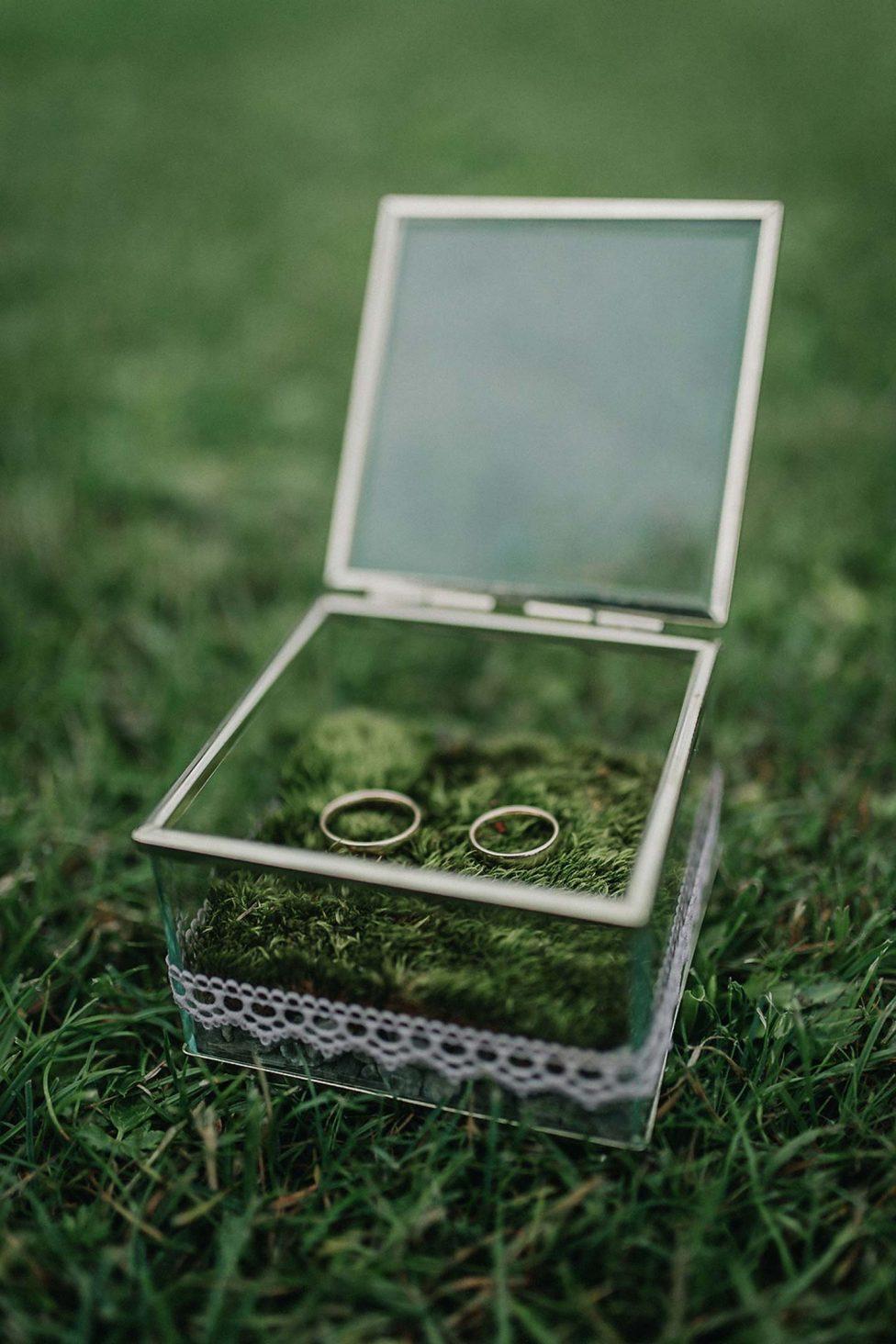 Tom & Sarah: Romantisch-rustikale Hochzeit im Allgäu