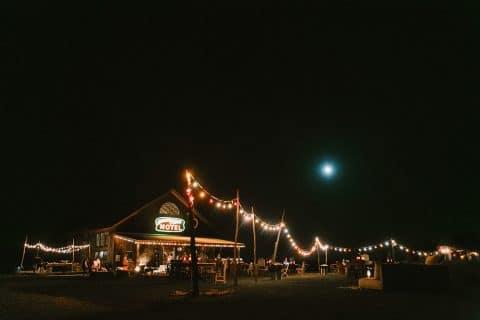 Kaitlen & Chad: Bunte Ranch-Hochzeit