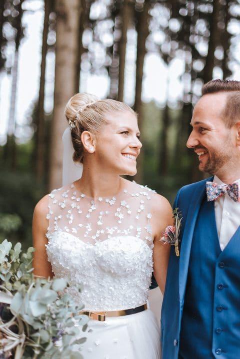 Katrin & David: Burnerhof Hochzeit im Tropical Greenery Stil