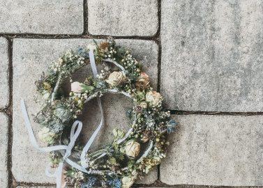 Pia & Constantin: Wildromantische DIY-Scheunenhochzeit