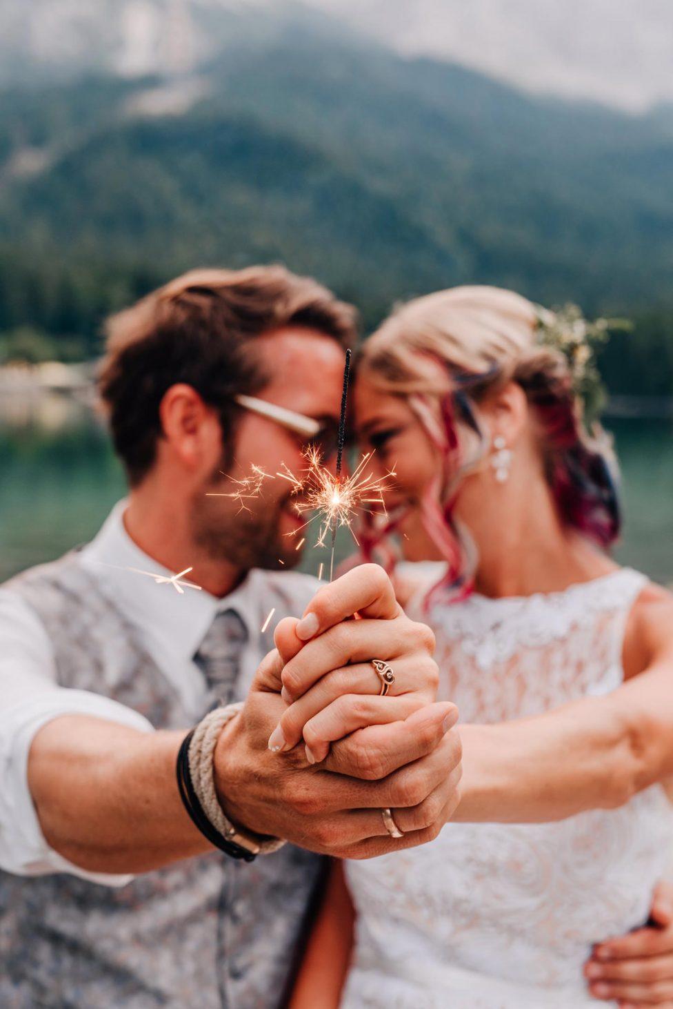 Svenja & Dennis: Eine kleine romantische Eibsee Hochzeit