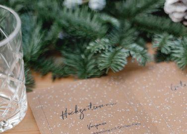 Weihnachtshochzeitsidee mit Liebe zum Detail