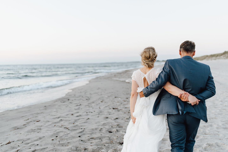 Natalie & Oliver: Nordisch-frische Strandhochzeit an der Ostsee