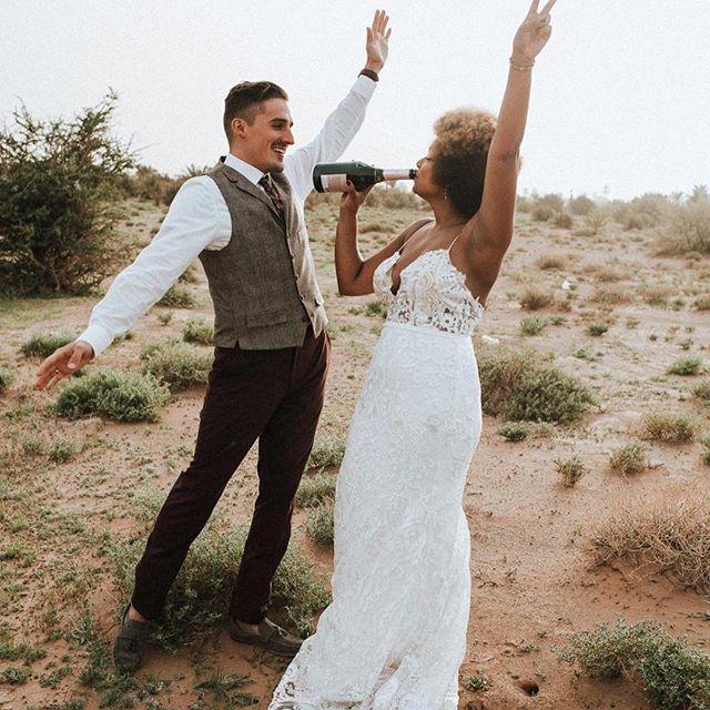Romantisches Elopement in Sahara von Marokko