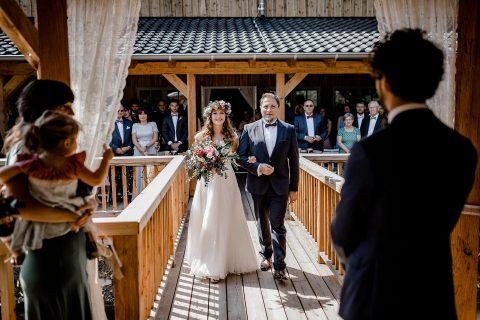 Rossana & Paul: Scheunenhochzeit im Seepavillon Holsteins Mühle